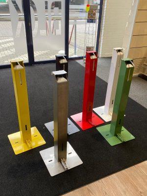 Desinfectiezuil met voetbediening in diverse kleuren