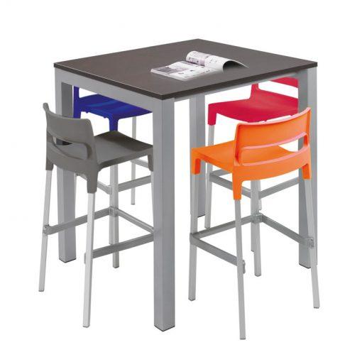 Voorbeeld barkruk Winny met tafel